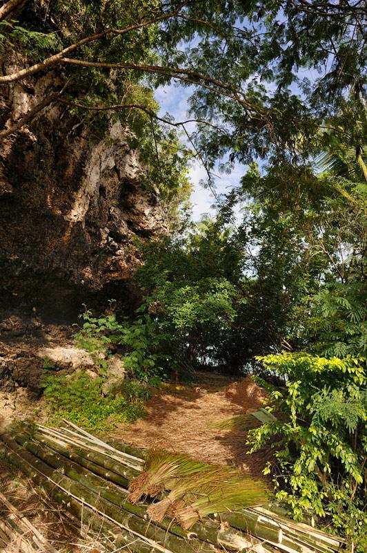 Впрочем, даже содержащие следы хозяйственной деятельности берега Самала — весьма живописны.