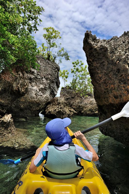 Самал и Малипано — два расположенных рядом филиппинских острова. Самал — большой, Малипано — крошечный и фактически необитаемый.